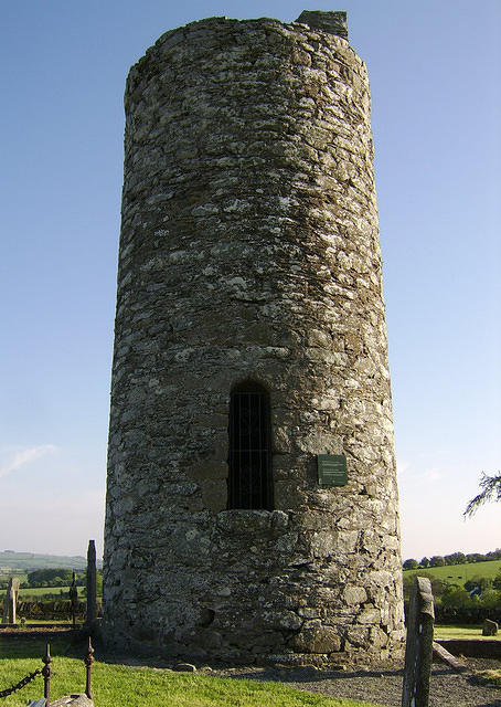 Old_Kilcullen_RoundTower_DoorSide