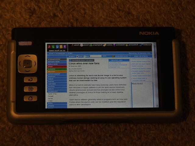 Nokia 770 with Linux article on screen