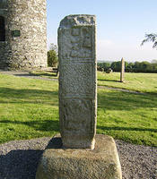 Old_Kilcullen_High_Cross_base_towards_tower